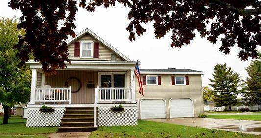 View Single-Family Home For Sale at 2017 16th Ave, MENOMINEE, MI