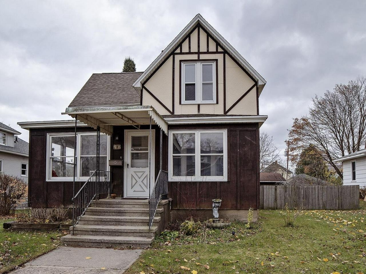 View Single-Family Home For Sale at 712 Jackson St, Marinette, WI