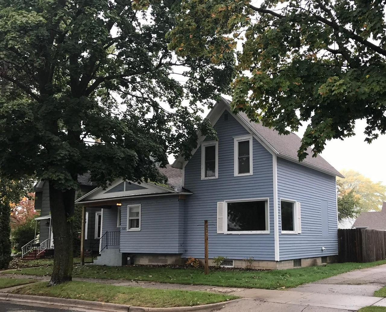 View Single-Family Home For Sale at 1528 Garfield Ave, Marinette, WI