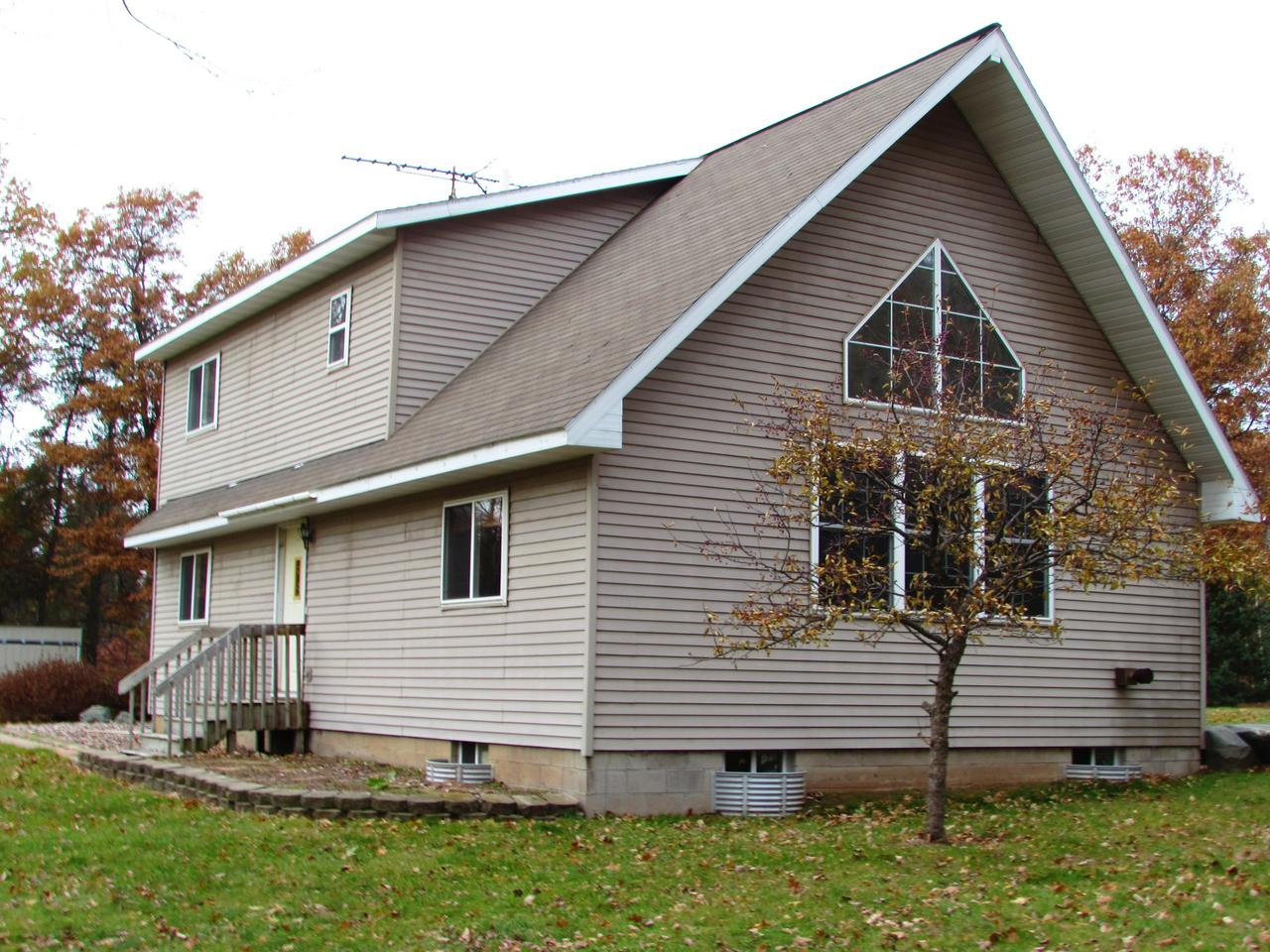 View Single-Family Home For Sale at W10250 Twin Lake Rd, Dunbar, WI