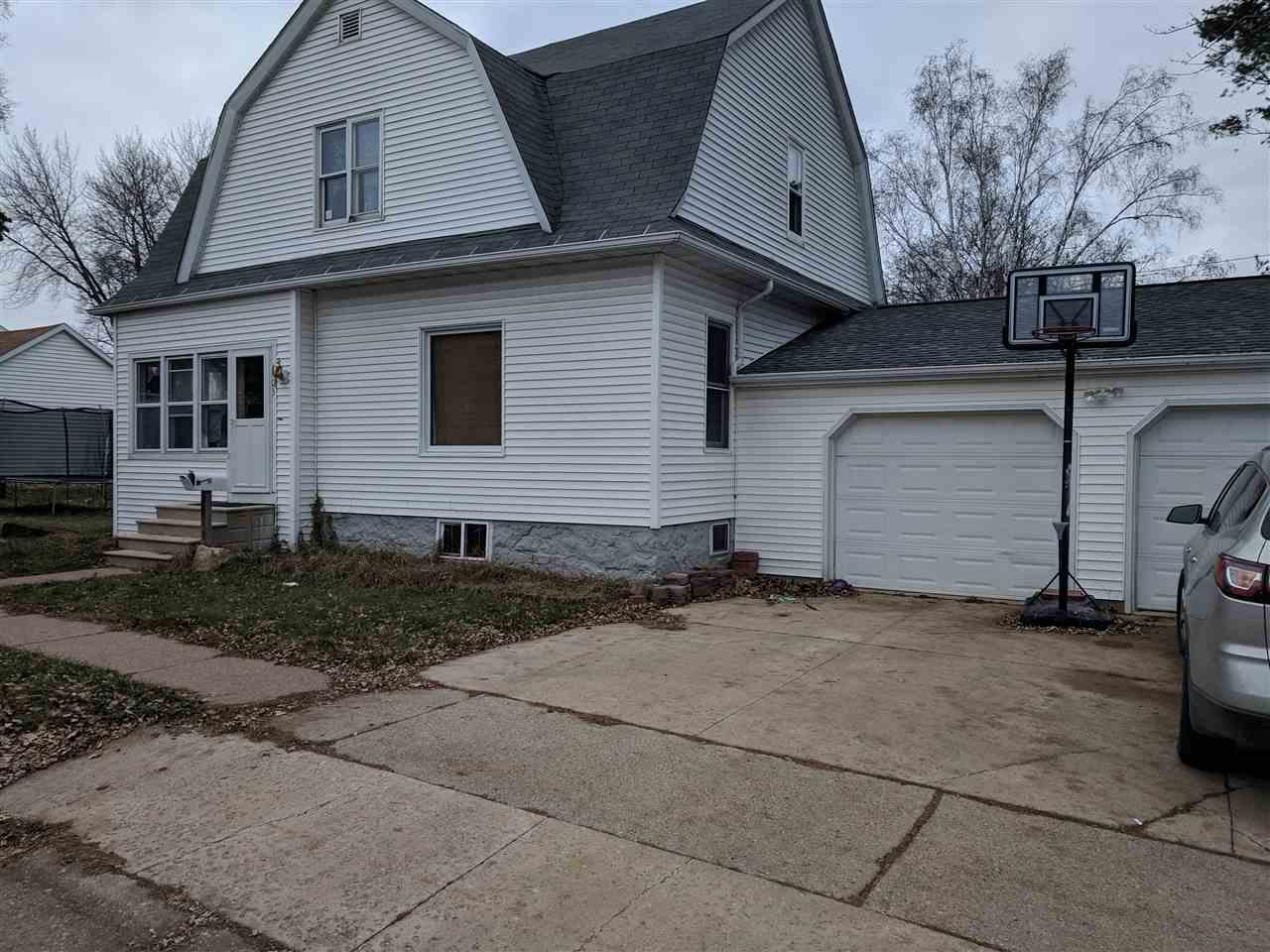 View Single-Family Home For Sale at 603 E WASHINGTON STREET, New London, WI