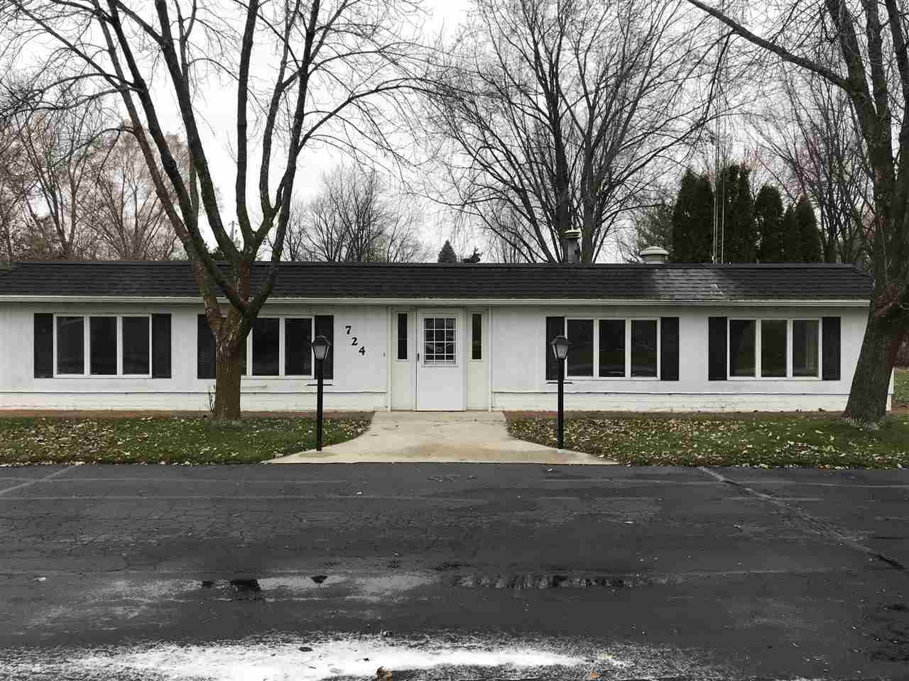 View Single-Family Home For Sale at 724 LAKESHORE DRIVE, North Fond Du Lac, WI