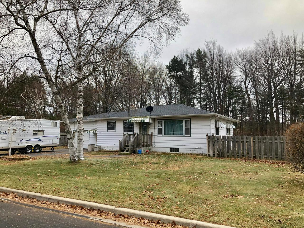 View Single-Family Home For Sale at 1017 Edgewood Cir, Marinette, WI
