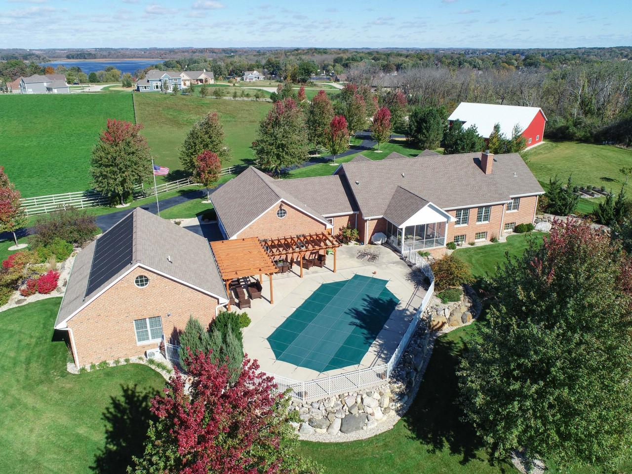 View Single-Family Home For Sale at 6226 Stonehedge Ct, Waterford, WI