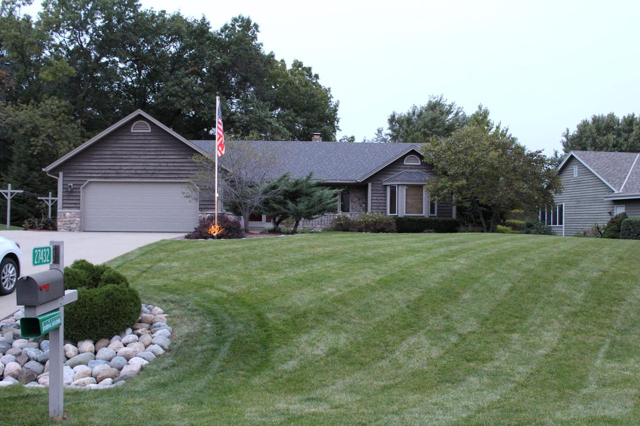 View Single-Family Home For Sale at 27432 Foxhaven Dr, Waterford, WI