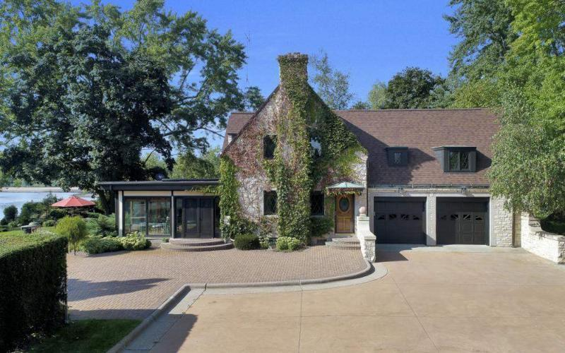 View Single-Family Home For Sale at 1001 Hwy 33, Portage, WI
