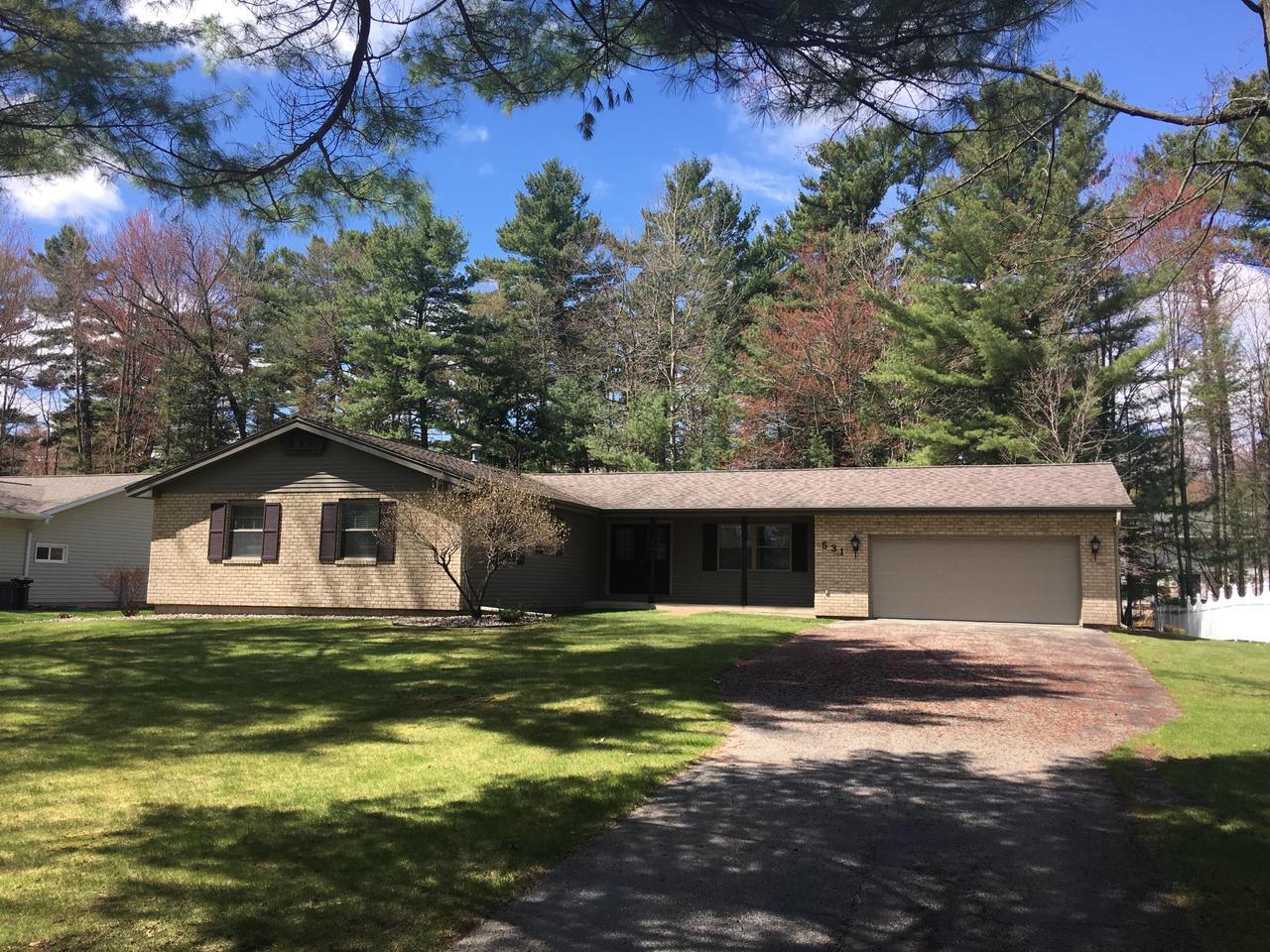 View Single-Family Home For Sale at 531 Harper Ave, Peshtigo, WI