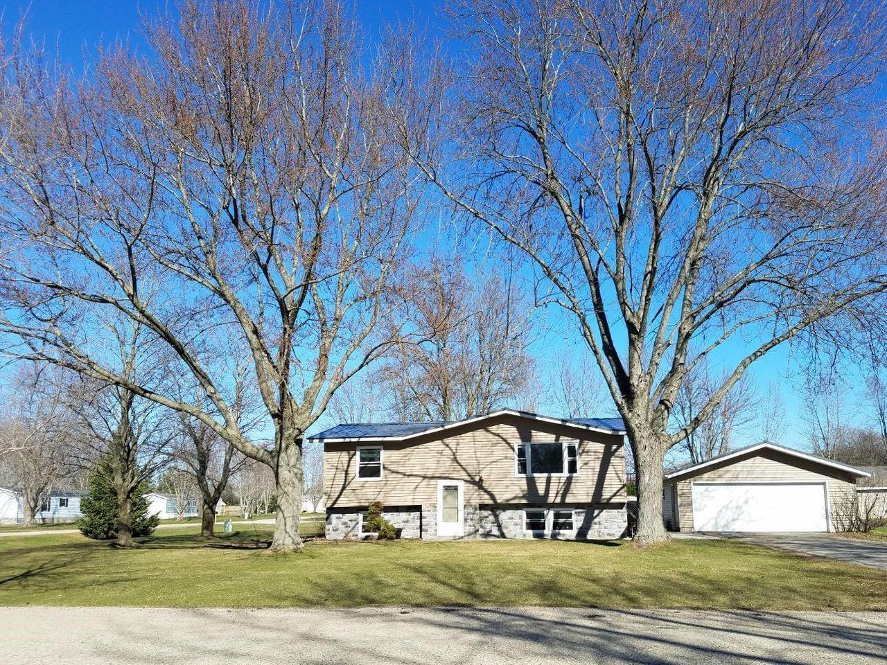 View Single-Family Home For Sale at 9534 Silver Spring St, Suring, WI