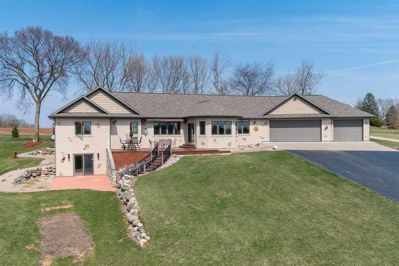 View Single-Family Home For Sale at W9548 CLOVERLEAF ROAD, Hortonville, WI