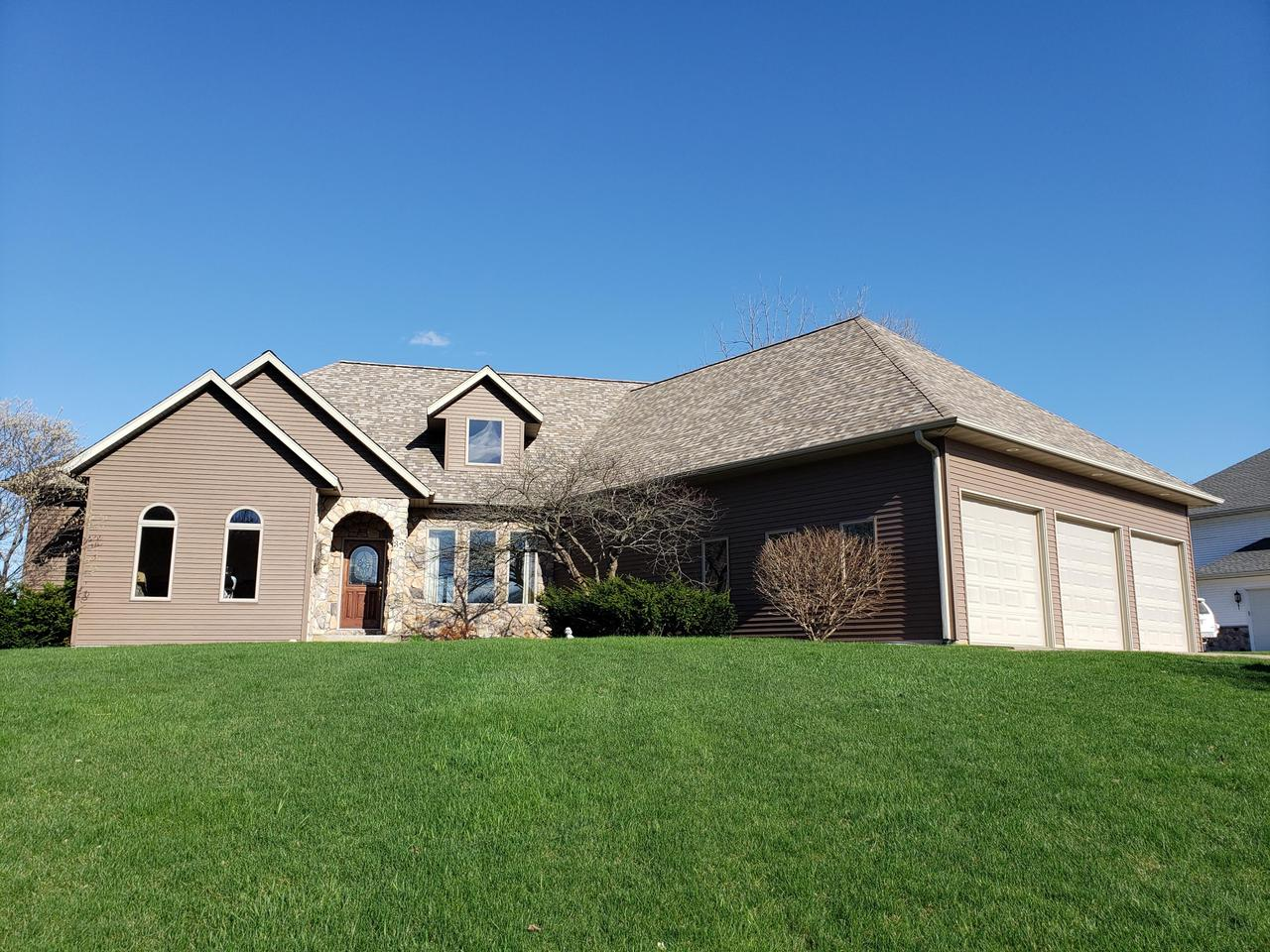 View Single-Family Home For Sale at 32 Mc Intosh Rd E, La Crescent, MN
