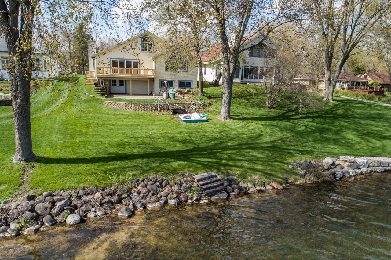 View Single-Family Home For Sale at W1335 N Blue Spring Lake Dr, Palmyra, WI