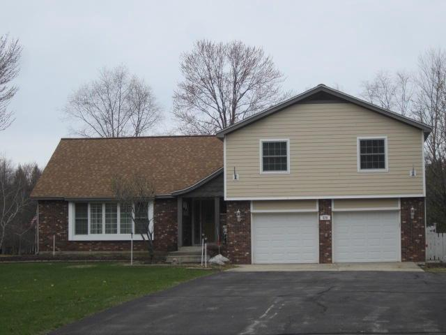 View Single-Family Home For Sale at N570 W Fairland Crl, MENOMINEE, MI