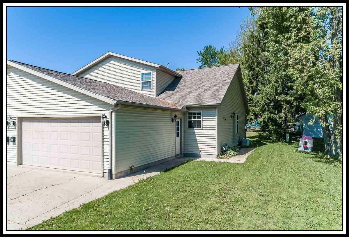 View Condo For Sale at 905 RIDGEWAY DRIVE, New London, WI