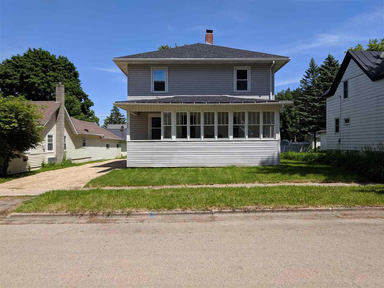 View Single-Family Home For Sale at 806 ALGOMA STREET, New London, WI