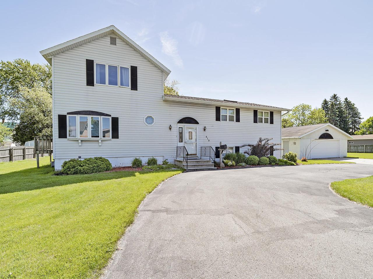 View Single-Family Home For Sale at 419 Baxter St., Marinette, WI
