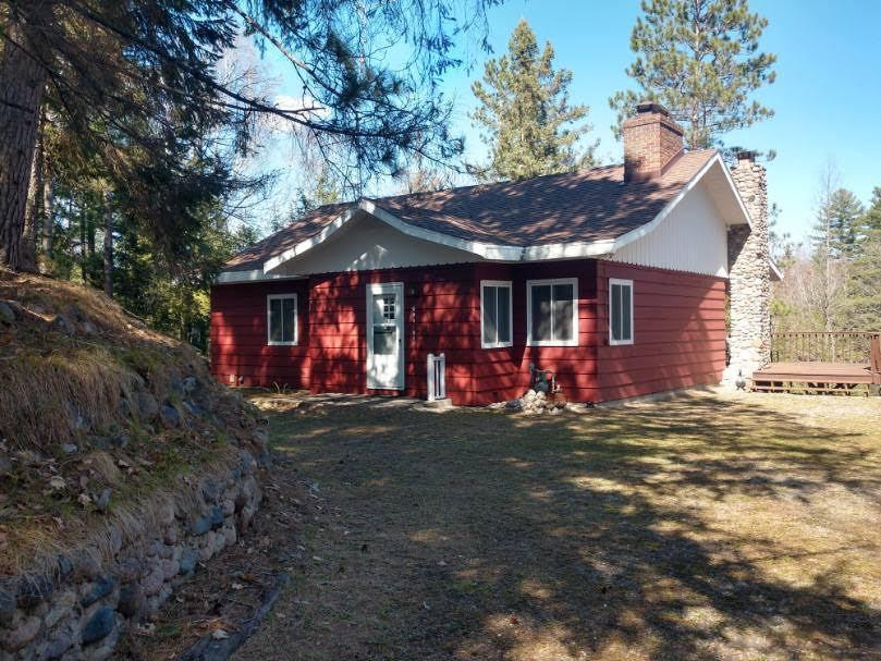 View Single-Family Home For Sale at 16134 Peninsula Ln, Mountain, WI