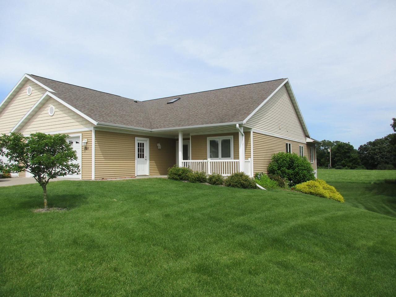 View Single-Family Home For Sale at 721 Wildwood CT, La Crescent, MN