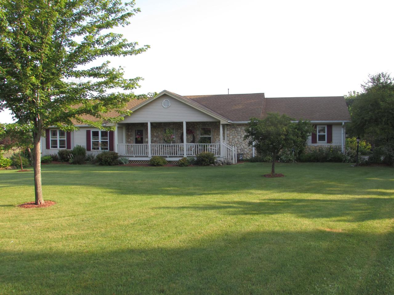 View Single-Family Home For Sale at 5432 Hwy G, Caledonia, WI