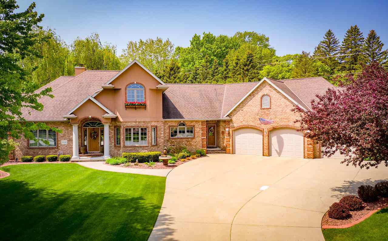 View Single-Family Home For Sale at 909 KINGS POINT COURT, Oneida, WI