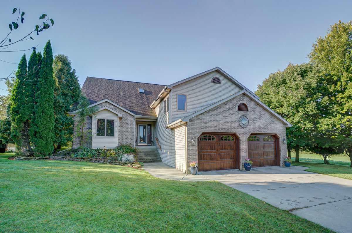 View Single-Family Home For Sale at W1711 Freidig Rd, Brooklyn, WI