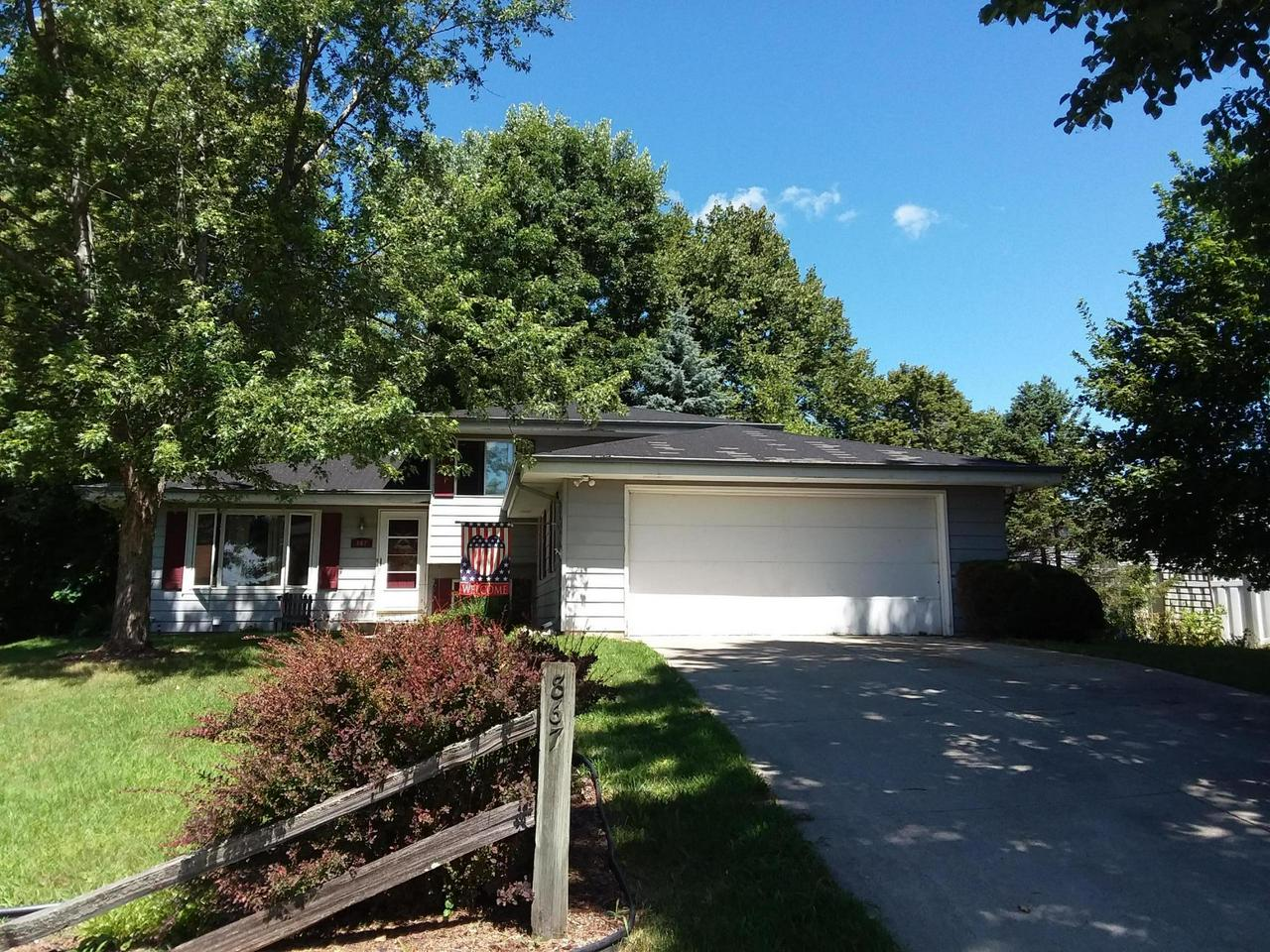 Lovely split level home on quiet cul du sac location yet convenient to all the great things Hartford has to offer.  Three generous BRs with full BA on same level.  Bright LR opens to Eat-in KIT which comes with all appliances and sliding doors leading to deck, gazebo, and private, tree-lined backyard.  LL features finished FR and Half BA.  Basement area includes washer and dryer and has plenty of storage.  Attached 2.0 car garage.  Priced to sell!