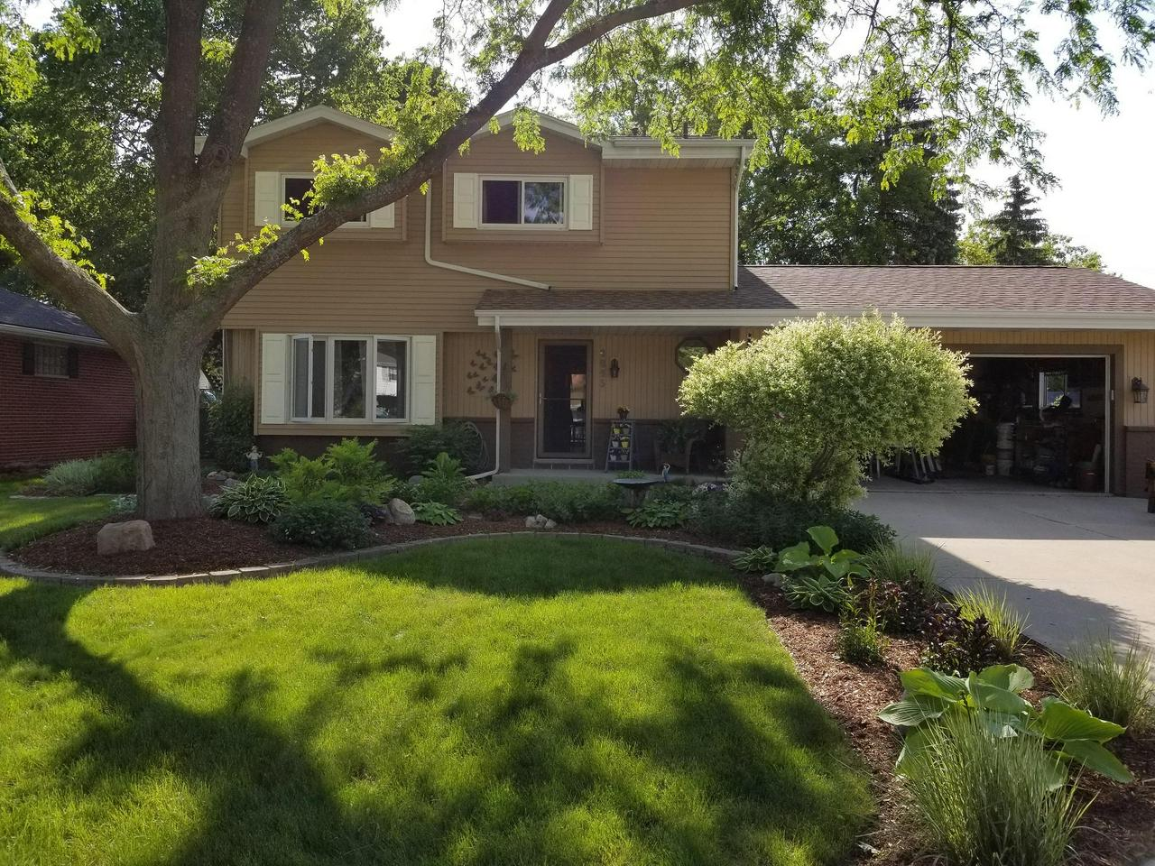 Oak creek wi homes with 4 bedrooms for sale realty solutions group for 3 bedroom houses for rent in oak creek wi