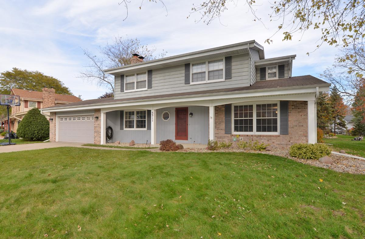 Well-loved home on the north side with 3 LARGE bedrooms. Huge master ensuite with vaulted ceiling, walk-in closet, & attached bath. Excellent floor plan with formal dining room & large family room with natural fireplace.  Huge mudroom, partially finished basement, and all appliances included. Dinette has newer sliders with built-in blinds leading to nice back yard with screened-in porch and multi-level deck.