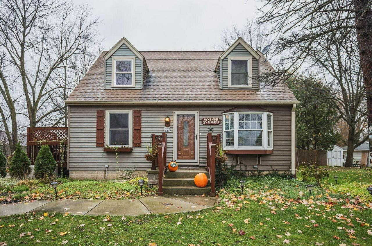 Beautiful Cape Cod situated on 1.4 acres just minutes from everything!!