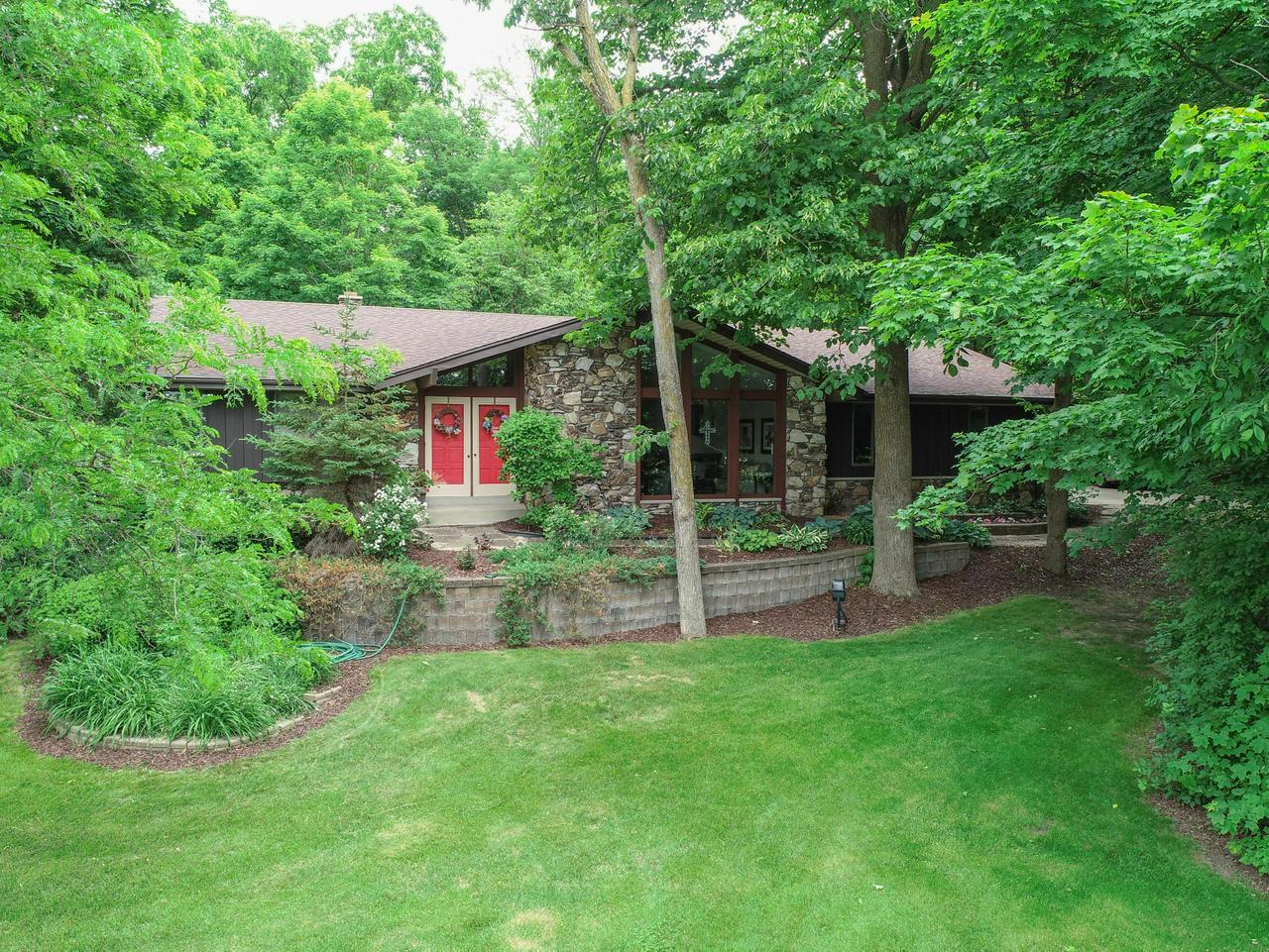 Beautiful, Well Maintained, 4BR Contemporary Ranch home on spacious 3/4 Acre private Lot in Heather Ridge Subdivision!!  Ray Prell Design. Freshly Painted Ext. Spacious sunken LR w/cathedral ceilings, huge front wins.  DR w/built-ins. Updated KIT w/new stone backsplash, granite counters, & updated cabs, ceramic tile floors, recessed lighting, bay win. Family Rm w/stone GFP, new insert, patio drs. 4 Spacious BR's, MBR w/updated MBA. Full BA w/new tile surround. New Doors. 1st Fl utility.  Huge RecRm w/bar, full size wins. Awesome private yard w/shed, Heated Inground Pool, hot tub. MUST SEE!!