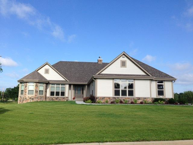 Arrowhead/Swallow Schools Welcome home to Tradition of Hartland.  This spacious split ranch features:4BR,3BA,3+GA,vaulted ceilings,Kitchen w/walk-in pantry & oversized Dinette,Laundry rm, den, wood burning corner Fireplace in LIV. Master BR w/WIC, 2 sinks, tiled walk-in shower w/dual shower heads and tray ceiling. Partial finished exposed basement w/rec.rm, bedroom and 3rd bath.  Great buy for the area, priced to sell.