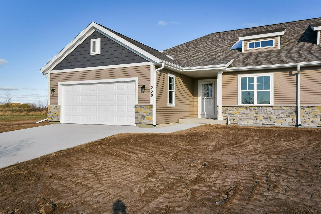 QUALITY NEW CONSTRUCTIONS!!! ALL THE FEATURES OF A SINGLE FAMILY HOME WITHOUT THE EXTERIOR MAINTENANCE! RANCH STYLE, SPLIT BEDROOM DUPLEX CONDOS. OPEN FLOOR PLAN WITH TALL CEILINGS, CUSTOM CABINETRY, QUARTZ / CORIAN COUNTERTOPS, SS APPLIANCES, CERAMIC TILE BATHS, GAS FIREPLACE WITH STONE SURROUND. INSULATED, DRY WALLED, OVERSIZED 2 CAR GARAGE WITH OPENER. MANY UPGRADES. HUGE BASEMENT WITH EGRESS WINDOW AND PLUMBING ROUGH-INS. CONCRETE DRIVEWAY, SIDEWALK AND PATIO. FULLY LANDSCAPED. ONE TIME $350 RESERVE ACCOUNT FEE PAID BY BUYER AT CLOSING. ONLINE BROCHURE AT WWW.HIGHLANDCUSTOMHOME.COM/BELGIUM.