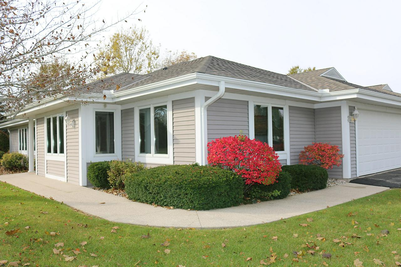 Great Ranch Condo in desirable Mequon Square Condominium. Spacious end unit with privacy and beautiful garden. Sunroom w/ skylights brings the outside in.  Large Master BR w/ walk in closet. 2nd bedroom; third room used as a den/office.  Great flexibility with Great Room/ Living Room Dining Rm gas fireplace as a focal point. Newer roof.  It's a MUST  SEE !!!  Great location and neighborhood.