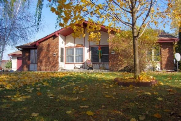 Great Germantown Split-Level Condominium offers you an ''Open Concept'' main floor with your Living Room, Dining and Kitchen.  Lower level family room offers many options andleads to your spacious back yard.  Mechanicals and storage are available to you in your own basement.  Pets are welcome.  Annual Condo Fee is $5.00.  No Association Restrictions.