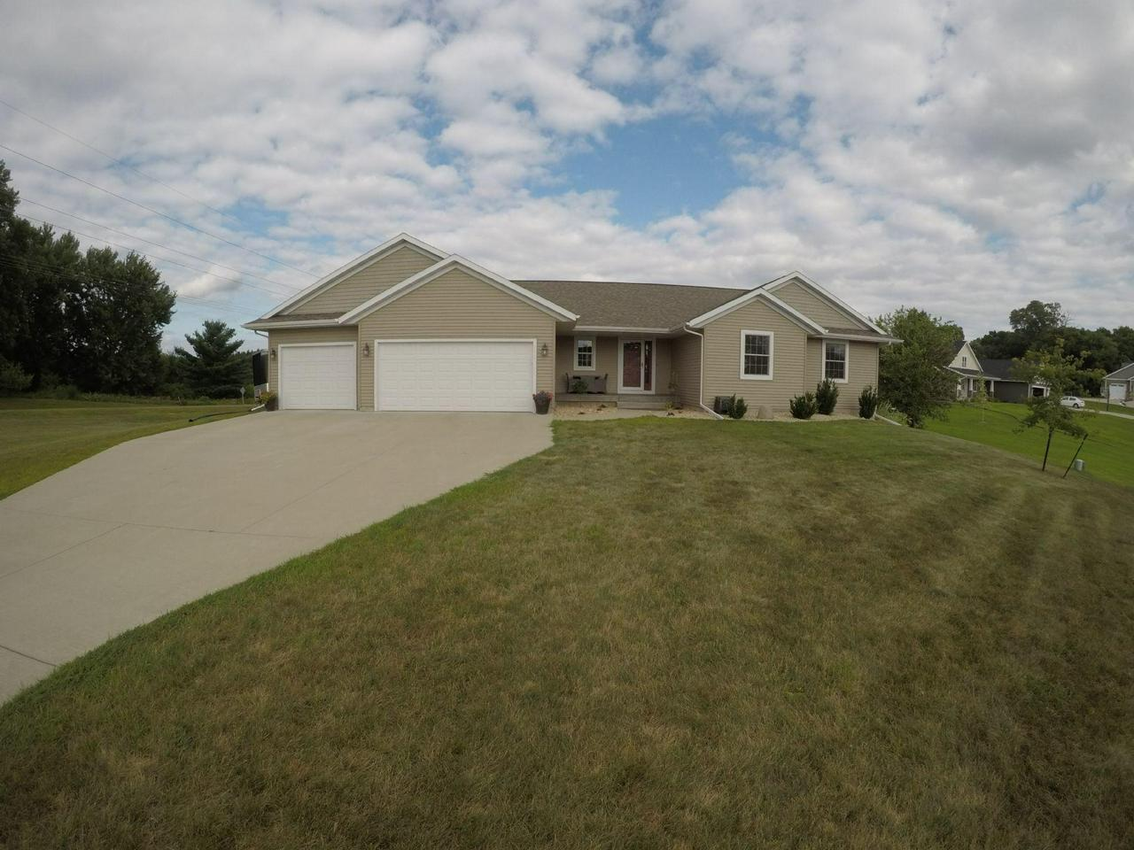 Holmen Wi Homes Under 500 000 For Sale Realty Solutions