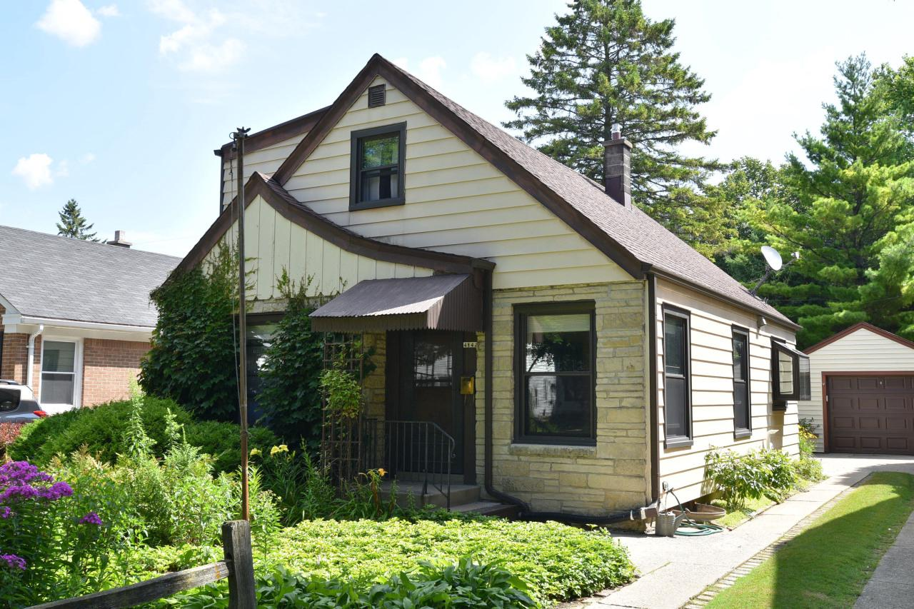 4842 N Hollywood Ave AVENUE, WHITEFISH BAY, WI 53217