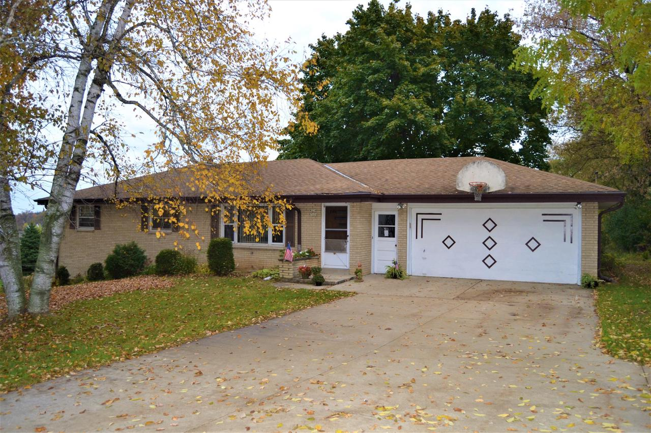 Charming 3 bedroom ranch in desired Sussex. Good size bedrooms, large kitchen/dinette. Finished lower level with pool table, large window and walkout to beautiful back yard. Attached 2 car garage.