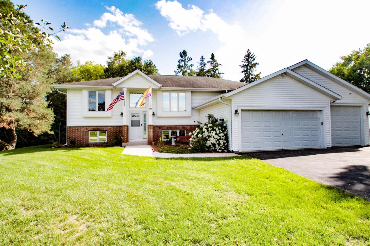 253 W Ottawa Ave AVENUE, DOUSMAN, WI 53118