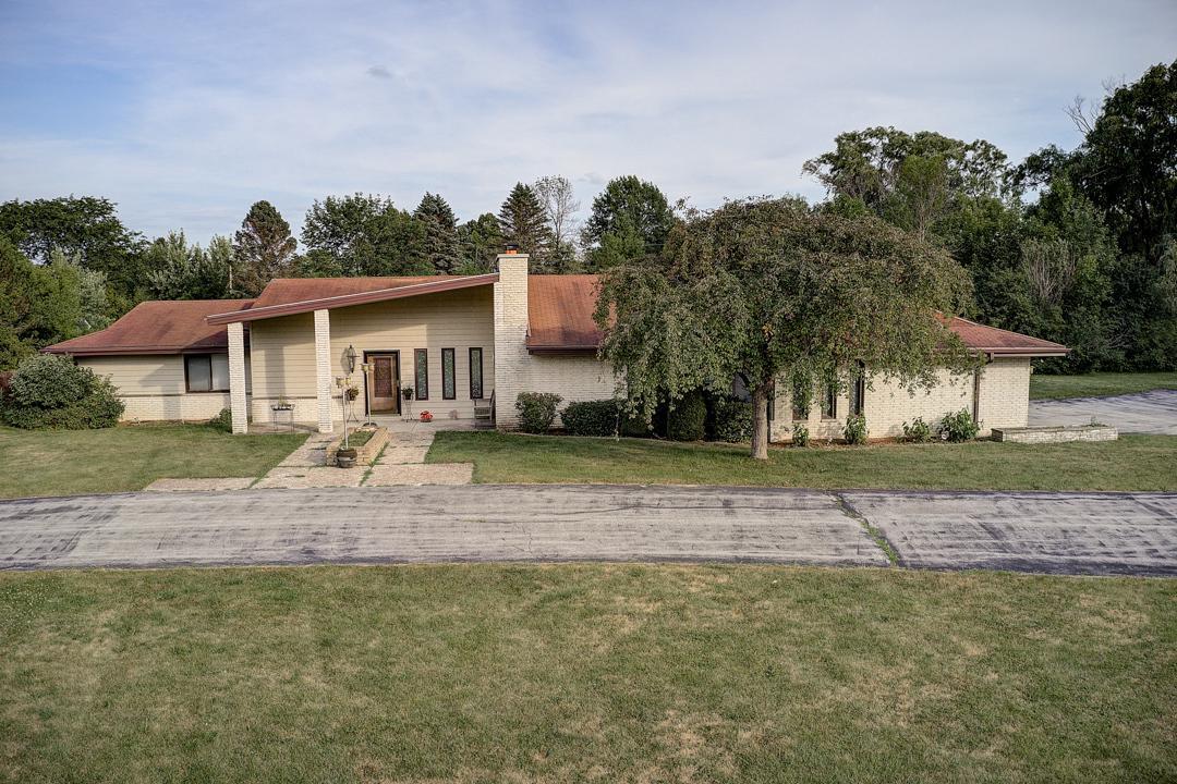 1545 W Cedar Ln LANE, RIVER HILLS, WI 53217