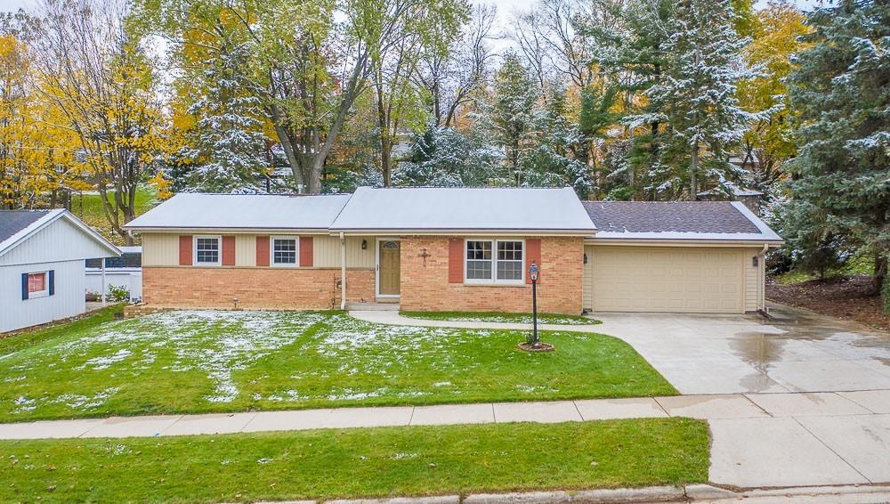 MOVE IN CONDITION RANCH W/AWESOME SOUTH SIDE LOCATION.  BE IMPRESSED THE MINUTE YOU DRIVE UP W/AWESOME CURB APPEAL. ENTER THE FRONT DOOR TO SPAWLING L/R WHICH OPENS TO DINETTE W/NEWER ENGINEERED HRDWD FLR, AND PATIO DOOR TO PRIVATE TWO TIERED REAR YARD.  UPDATED KITCHEN W/CUSTOM CABINETS, BIG PANTRY, TILED FLOOR, AND BREAKFAST BAR.  THREE NICE SIZED BDRMS W/1  HRD WD FLRS AND MASTER HAS NEW CARPET.  TWO UPDATED BATHS(2011), ROOF AND WINDOWS(2008), NEW CONCRETE DRIVE(2009),FURNACE AND AIR(2013), AND MANY MORE. OPEN STAIRCASE TO LOWER LEVEL W/INGRESS/EGRESS WINDOW FOR POSS. 4 TH BDRM OR USE IT ALL FOR HUGE FAMILY ROOM.  NOT MUCH TO DO HERE BUT MOVE IN THE FURNITURE !