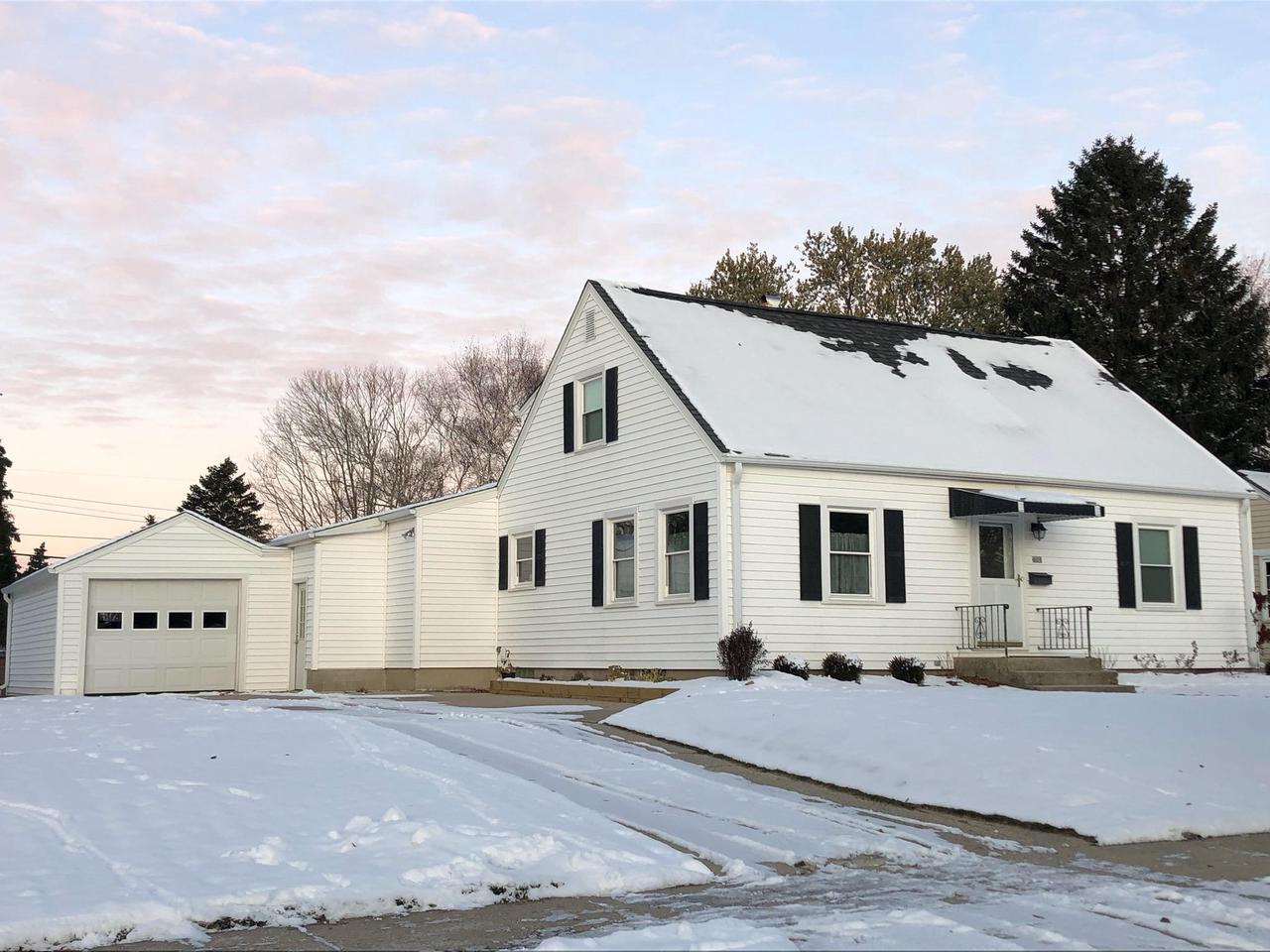 Pride of Ownership shines throughout this spacious & well maintained over 1,800 sq ft 4br/1.5ba plus a cozy 3 season room Cape Cod situated on a beautiful city lot in a ideal location. Close to schools, parks, downtown, shopping, restaurants.  Main floor boasts, Great/Living Room, Family Room w/large picture window, light and bright eat-in Kitchen w/lots of cabinetry, Bedroom, Den/Study Computer Room plus a full bath. Upper floor fatures 3br/1/2bath. New Roof/2008, Furnace & A/C/2013,Newer Windows, HWF's in some rooms,walkout door in basement & much more!