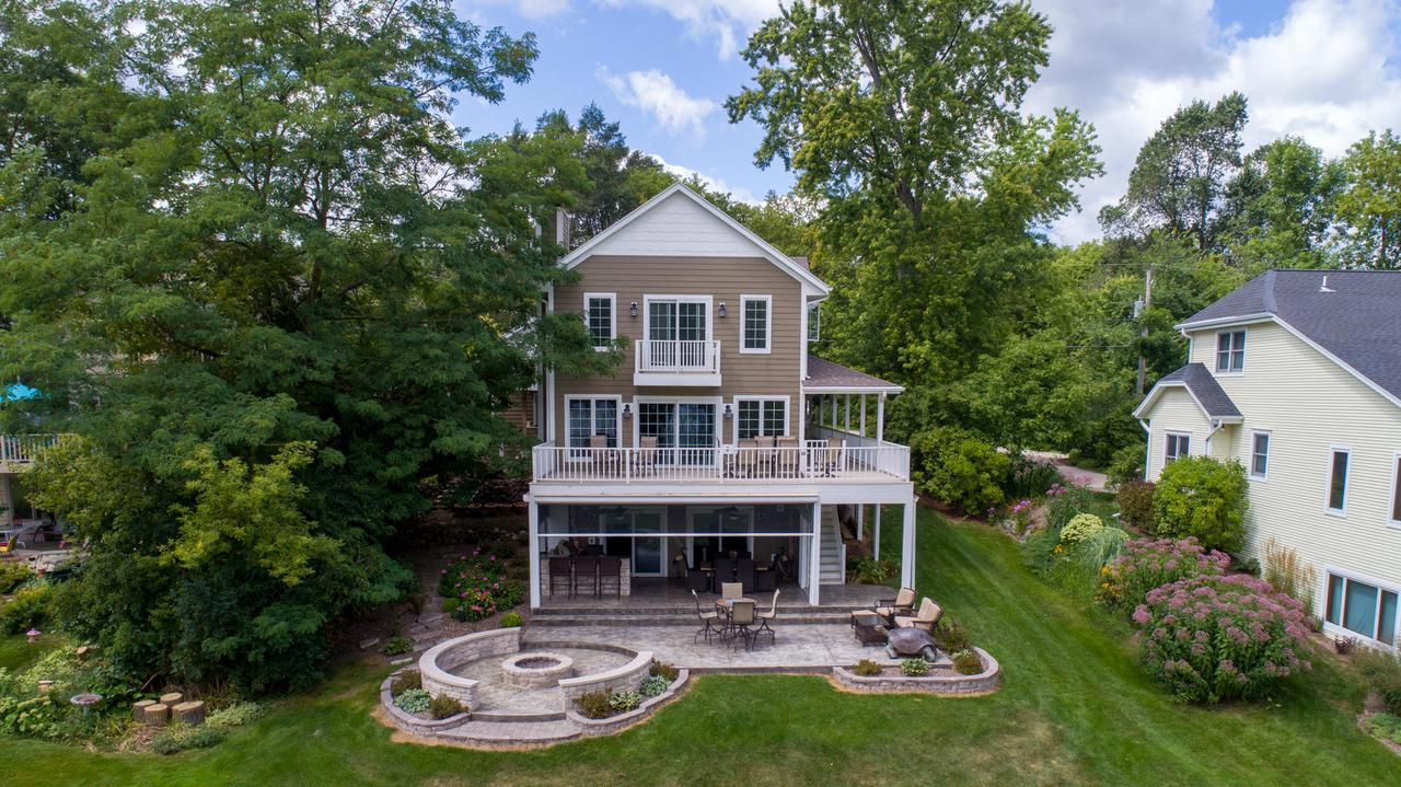 5446 W Lake Dr DRIVE, WEST BEND, WI 53095