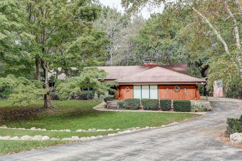 N42W27817 Indian Ct COURT, PEWAUKEE, WI 53072