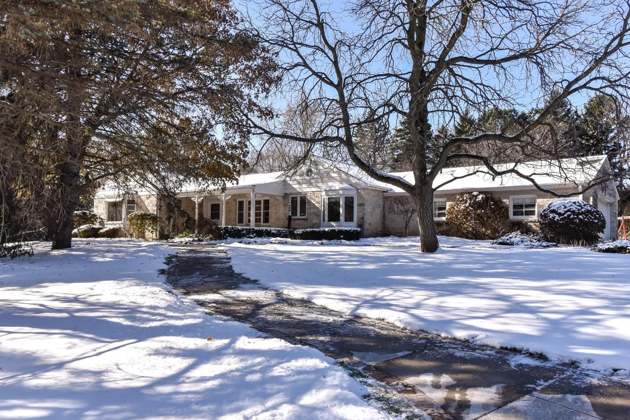 7065 N Green Tree Ct COURT, RIVER HILLS, WI 53217