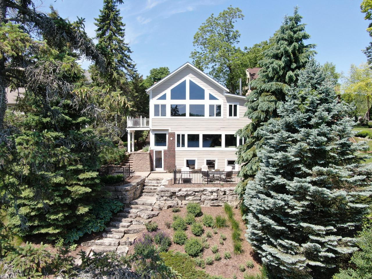 4994 Lake Dr DRIVE, WEST BEND, WI 53095