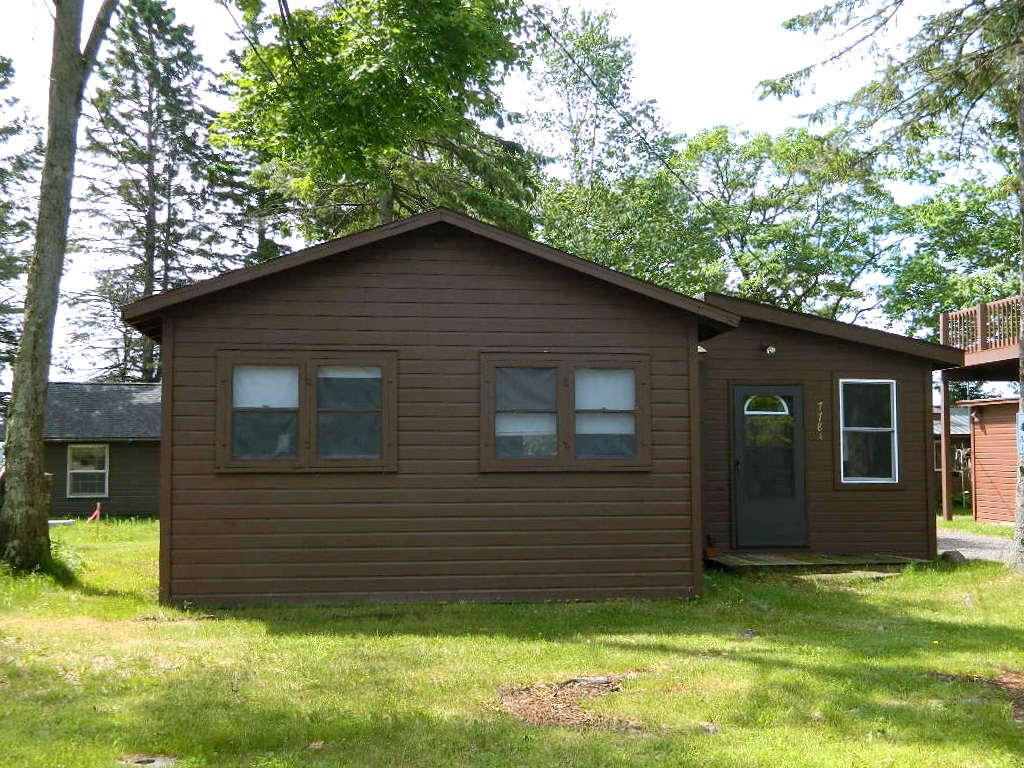Affordable way to be on the shores of Lac Courte Oreilles Lake, the area?s biggest natural lake. This simple, 3 season 2 bedroom 1 bath cabin allows you to spend your time on the water, enjoying the level sandy shoreline and 5,039 acre lake, plus this cottage is just minutes from Hayward.  Cabin is located close to Grindstone Creek which leads into 3,000 acre Grindstone Lake!