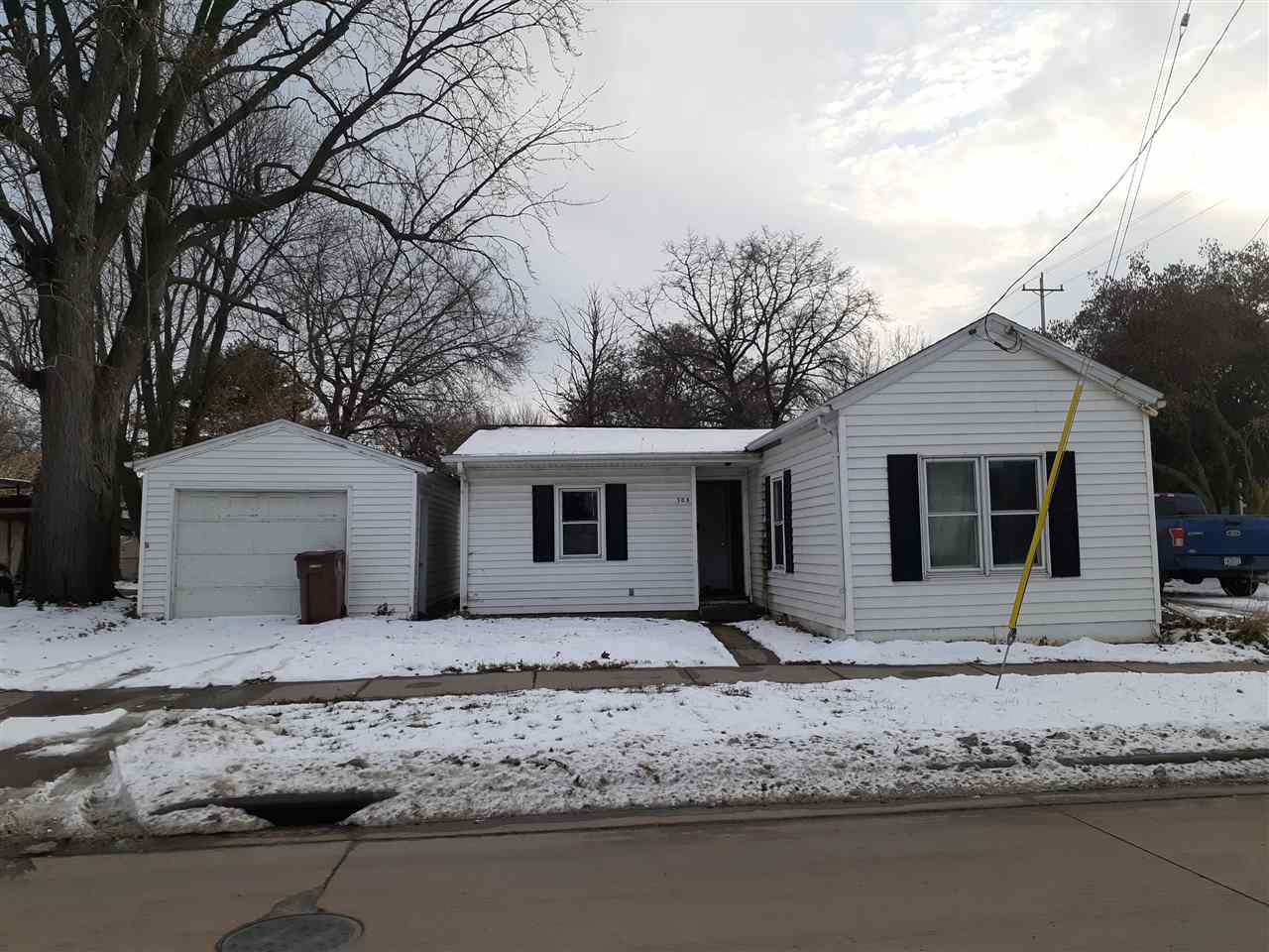 Lots of potential with this single story home conveniently located near amenities in Menasha.  Bring your hammer and creative ideas!