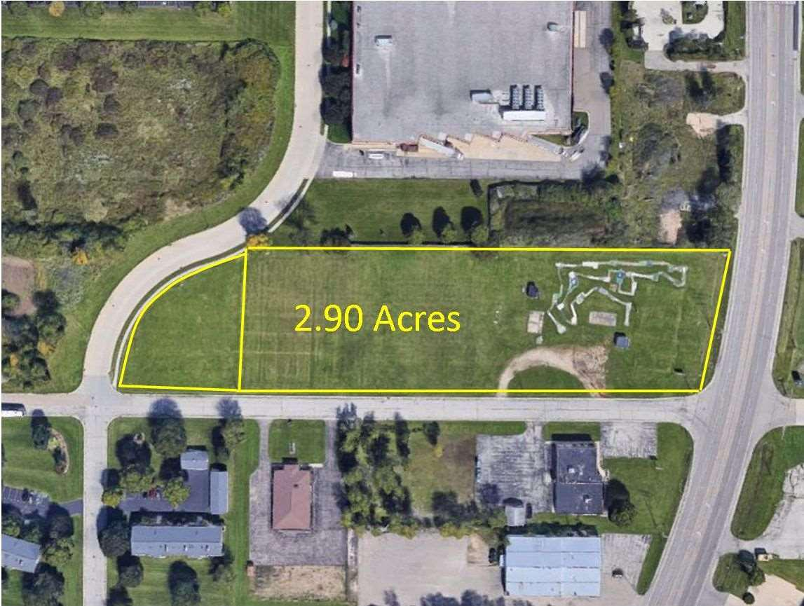Prime commercial property on the well traveled Highway 47. This property could be for a sports complex, restaurant, hotel, shops, etc. The options are numerous! 441 is just down the road and this location is 30 minutes from Lambeau Field.