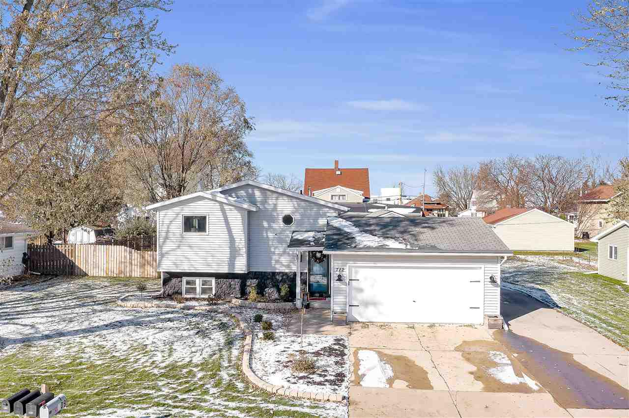 Completely remodeled home w/ views of the Fox River! Charming feat. 3 bdrms + office, 2 full bathrooms, 2 car-garage w/ addtl. 2.5 car stall behind garage, W-I pantry, all new kitchen appliances w/ newly renovated kitchen. Main floor bathrm w/ jetted tub, separate shower, & double vanity. Spacious backyard w/ fence. Finished basement includes entertainment room w/ a bar and kitchenette, mstr suite feat. walk in closet, w connected bthrm. Stunning new updates- a must see. Very motivated sellers!