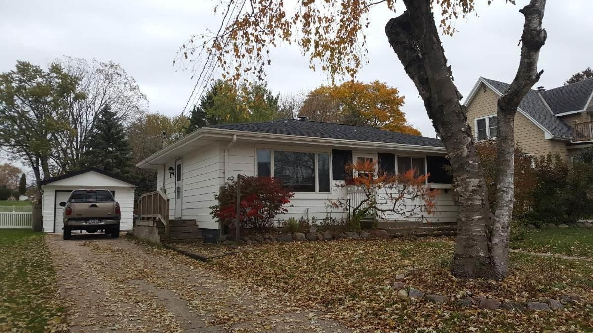 Affordable 3 bedroom home on a large lot!  Eat-in Kitchen overlooks the backyard, hardwood floors in living room and all of the bedrooms and lower level could be a recreation room, workshop and room for storage.  Call to See this home!   (Year built & square footage per WIREdata)