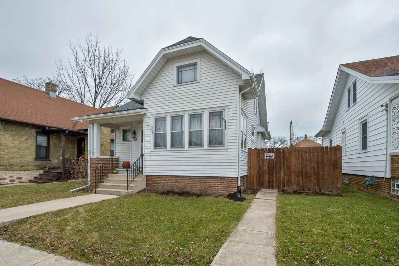 NEW kitchen, NEW bathroom, NEW furnace/ac, beautiful oak woodwork hardwood floors through out the main level, fenced in yard that was leveled and re-sodded, new roof in 2008. Near multiple schools, blocks from the zoo and beach, minutes from downtown.